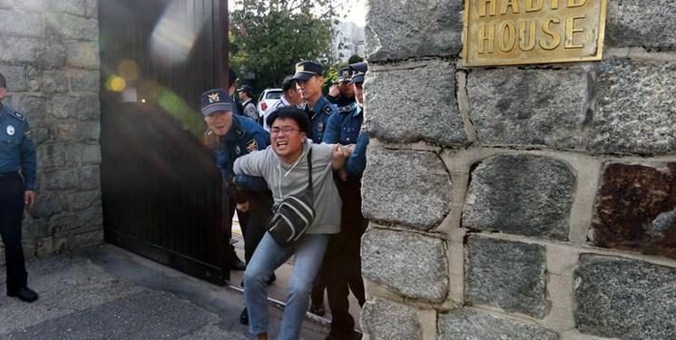 تظاهرات ضدآمریکایی در کره جنوبی ، ورود معترضان به محل اقامت سفیر آمریکا
